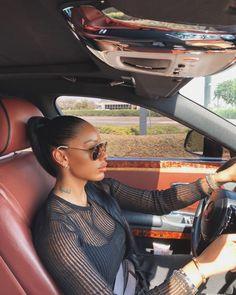 Girl With Sunglasses, Sunglasses Women, Best Midsize Suv, Princess Car, Bougie Black Girl, Girls Driving, Black Girl Makeup, Business Women, Photography Poses