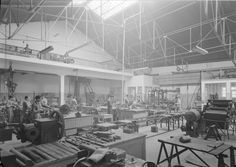 Sociedade Nacional de Sabões. Interiores fabris - zona de produção. Fotografia sem data. Produzida durante a actividade do Estúdio Mário Novais: 1933-1983.  [CFT003.064462.ic]