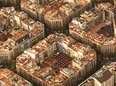 Jouis la fin de l'étè en Espagne et vole aux destinations fantastiques comme Barcelone ou Valence. Profite de l'offre de SWISS et vole aux destinations espagnols à partir de 129.- !  Réserve ici ton vol à prix imbattable: http://www.besoin-de-vacances.ch/voler-swiss-aux-destinations-espagnols-a-partir-de-129/