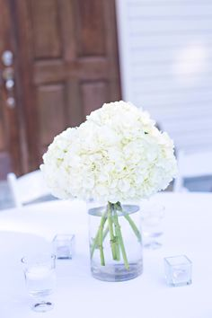 Simple white hydrangea wedding centerpiece  | The Sonnet House wedding venue Photo: Ann Wade Photography