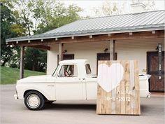 large wooden wedding sign | VIA #WEDDINGPINS.NET