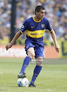 Juan Roman Riquelme of Boca Juniors controls the ball during a match between Boca Juniors and Tigre as part of round of Torneo Inicial at Alberto J. Armando Stadium on November 2013 in Buenos Aires, Argentina. Messi, World Library, Armor Concept, Football Players, All Star, Roman, Running, Sports, Rey