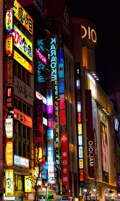 Tokyo - wanna go again! soo miss the shopping there Oh The Places You'll Go, Places To Travel, Places Ive Been, Places To Visit, Japon Tokyo, Shinjuku Tokyo, Shibuya Tokyo, Tokyo City, Wonderful Places