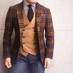 """tiborstiluslapja: """" Nagy bátorság kell egy ilyen outfit viseléséhez, de ki mondaná erre, hogy nem telitalálat. Te mit gondolsz róla? A, Wooow! B, Mi ez a borzalom? C, Kell! #TSL #mensfashion..."""