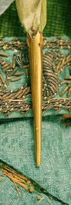 Doublet ca. 1580. Aiglet detail. 1600-luku, Renaissance Fashion, Päivänkakkarat, Keskiaikavaatteet, Renesanssi, Vihreä