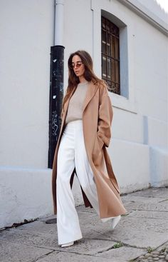 dress and coat outfit Fashion Mode, Look Fashion, Autumn Fashion, Fashion Outfits, Womens Fashion, Fashion Tips, Fashion Stores, Fashion 2018, Petite Fashion