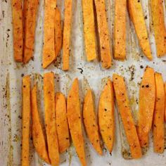 Yam Oven Fries ~ the sweetness of yams with the zing of lime ~ out of the oven, just in time! Fast Food Restaurant, Fries In The Oven, Yams, Vegetable Side Dishes, Side Dish Recipes, Nom Nom, Treats, Vegetables, Cooking