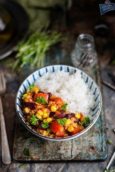 Warzywne chili z soczewicą Kitchen Corner, Food Design, Chana Masala, Bento, Food Styling, Chili, Recipies, Curry, Good Food