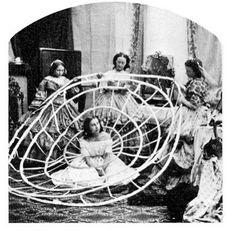 1860 _ Come si indossa la crinolina