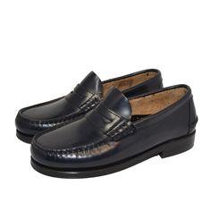 Zapato de comunión de la marca española Manuela De Juan. De venta en www.tiendaspapos.com Forro de ternera, piso toflex, sin tóxicos, ni níquel. Todo HECHO EN ESPAÑA. CONSULTAS Y PEDIDOS EN: cs@tiendaspapos.com ó 96 394 18 98 #zapatos #shoes #niño #kids #children #piel #leather #mocasines #calzado #infantil #moda