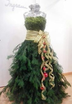 Find tutorials and materials to make your dress form Christmas tree at Mannequin Madness ♛BOUTIQUE CHIC♛ Mannequin Christmas Tree, Dress Form Christmas Tree, Holiday Tree, Xmas Tree, Christmas Tree Costume, Victorian Christmas, Rustic Christmas, Christmas Holidays, Christmas Wreaths