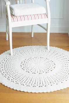 Crochet Doily Rug IVY Off White Round 43 by hennasboutique