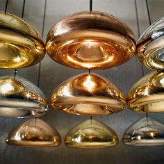 Endnu en unik serie af lamper fra Tom Dixon, der refererer til de olympiske medaljer. Solide metalplader er blevet presset, spundet og braiseret til at danne en dobbeltvæg skygge.