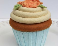 Mint and Coral Flower cupcakes | Felt Cupcake Carrot Cake With Aqua And Peach Roses ...