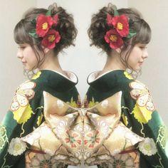 いいね!1,157件、コメント15件 ― R.Y.K Vanilla Emuさん(@ry01010828)のInstagramアカウント: 「昨日は本社の振袖専門店はやみで 成人式前撮りの撮影会でした ゆるく波ウェーブをかけて やわらかい質感のアップ 深い緑の振袖に金色の帯… 赤の椿の髪飾りがピッタリで とても素敵でした! #ヘア…」