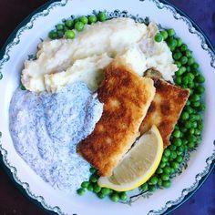 🌿 FUSKPINNAR 🌿 Ni vet väl om att ni kan panera i princip vad som helst och servera det med smörigt potatismos, gröna ärtor, kall dillsås…