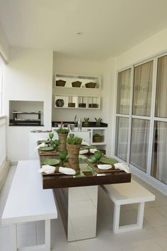 The gourmet balconies have become an indispensable space in almost all new real estate projects, commonly used as a socializing space between friends and Central Table, Cool Christmas Trees, Balcony Design, New House Plans, Minimalist Design, Wood Furniture, Sweet Home, New Homes, Dining Table