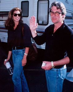 Cindy Crawford and Richard Gere in Los Angeles, 1991 Big Fashion, Street Fashion, Best Jeans, Mom Jeans, Skirt Co Ord, Looks Jeans, Denim Look, Richard Gere, Famous Couples