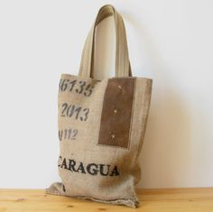 OJALÁ | Burlap & Suede Tote Bag. Bolso grande de arpillera y antelina confeccionado artesanalmente. Large handmade burlap & suede tote bag. #coffesacks #jute #repurposed #coffeesack #upcycled