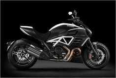Ducati and Mercedes-AMG have produced a spicier new version of the Diavel, the AMG Special Edition. The Diavel is already a very special bike, but will be presented with an even more exclusive equipment thanks to the technology of AMG. The AMG detail Ducati Diavel Carbon, Ducati Motorcycles, Moto Ducati, Custom Motorcycles, Bmw Boxer, Clermont, Expedition Vehicle, Supersport, Love Car