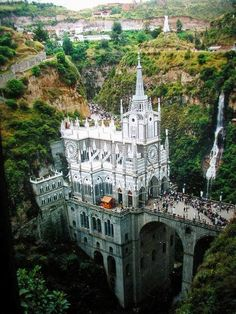 Santuario de Las Lajas (Sanctuary of the Stone Slabs), Narino, Colombia. Beautiful Castles, Beautiful Buildings, Beautiful World, Beautiful Places, Amazing Places, It's Amazing, Amazing Things, Wonderful Places, Beautiful Pictures