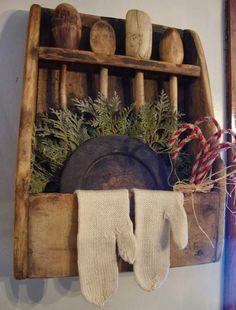 primitive decor all over the house Primitive Shelves, Primitive Homes, Primitive Furniture, Primitive Antiques, Primitive Crafts, Country Primitive, Wood Crafts, Primitive Quilts, Primitive Snowmen