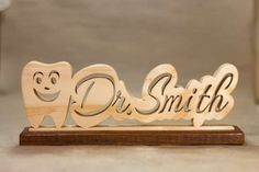 Personalized Happy Tooth Nameplates for the Dental Professional in your life. Great gift for any Dentist, Hygienist, or Office Worker. Router Projects, Woodworking Projects Diy, Wood Projects, Wooden Crafts, Diy And Crafts, Laser Cutter Projects, Laser Art, Dental Art, Dental Office Design
