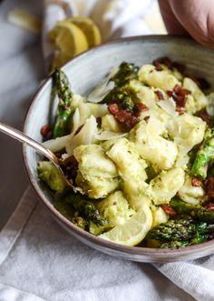 Homemade Ricotta Gnocchi with Asparagus Pesto. - How Sweet Eats Ricotta Gnocchi, Vegetarian Main Dishes, Vegetarian Recipes, Healthy Recipes, Pasta Recipes, Real Food Recipes, Cooking Recipes, Dairy Recipes, Polenta