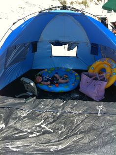I think the portable fan is a bit overboard but this is a pretty great baby beach setup Baby Beach Tips, Baby Beach Gear, Beach Babe, Baby To The Beach, Beach Fun, Summer Baby, Summer Fun, Baby Am Strand, Somewhere On A Beach