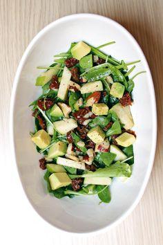 Stasera stiamo leggeri...ma con gusto! Una bella insalatona ricca con vinaigrette al pompelmo. <3   Ricetta su: http://karmaveg.it/insalatona-dolce-agro-vinaigrette-al-pompelmo/