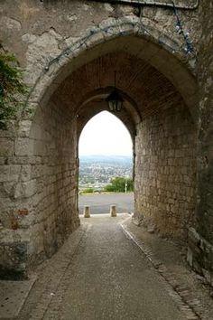 Poort in het dorpje Pujols aan de Lot bij Villeneuve sur Lot Aquitaine, France, Building, Van, Travel, Puertas, Viajes, Buildings, Destinations