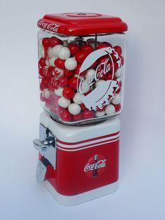 Vintage Oak Acorn gumball machine - Coca Cola - Idea of Coca Cola Coca Cola Kitchen, Coca Cola Decor, Always Coca Cola, World Of Coca Cola, Pepsi Cola, Soda Fountain, Gumball Machine, Diet Coke, Retro