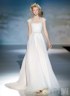 Victorio & Lucchino - Nupcial - Coleção 2014 - http://pt.flip-zone.com/fashion/bridal/couture/victorio-lucchino