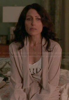 Abby's beige printed robe on Girlfriends Guide to Divorce Girlfriends Guide To Divorce, Lisa Edelstein, Queen, Stella Mccartney, Beige, My Style, Printed, Dancing, Outfits
