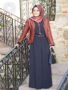 http://www.belginmoda.com/5001-02-Tulum,PR-2149.html Pınar Şems 5001-02 Tulum Kumaş  : % 70 Polyester                  % 30  Pamuk Manken : 38 Beden Ürün      : 38 Beden Desen   : Sade Renk     :  Lacivert