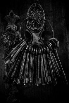 Old keys, shadow and light, b/w Fade To Black, My Black, Shades Of Black, Color Black, Black Swan, Old Keys, Vintage Keys, Foto Art, All Black Everything