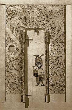Hedalen stavkirke -vestportalen frå 1100-talet. to store drakar prøver å fange draken i midten.