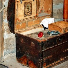 Old steamer trunks make great coffee tables or storage for linen and towels.
