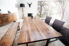 A természetes akácfából készült GENESIS asztal impozáns ékköve lehet étkezőjének. Az asztal tömör akácfából kézi megmunkálással készül, melynek köszönhetően igazán egyedi és exkluzív ez a masszív bútordarab. Különlegesség
