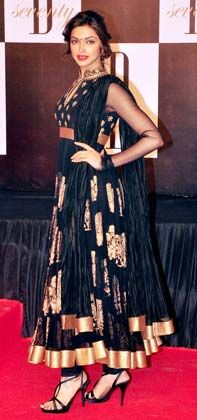 Actor @deepika padukone arriving at Amitabh Bachan's 70th Birthday Party in gorgeous black & gold Anarkali Dress