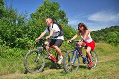 Profitez du cadre exceptionnel qu'offre le camping La Pergola dans le Jura pour une balade en vélo ! Plus d'infos : https://www.tohapi.fr/franche-comte/camping-pergola.php   #tohapi #vacances #camping #activités #marigny #vélo #vtt #balade #jura #marigny