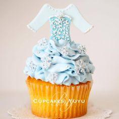 Cupcakes by yuyu - Elsa cupcake Frozen Cupcakes, Disney Cupcakes, Disney Desserts, Frozen Birthday Party, Frozen Party, Birthday Cupcakes, Pretty Cupcakes, Beautiful Cupcakes, Mini Cakes