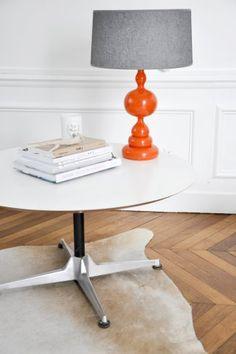 Pied de lampe en bois tourné orange des années 70.