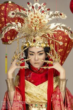 CHINESE EMPRESS Beauty Killer, Golden Flower, Chinese Clothing, King Queen, Chinese Art, Asian Fashion, Chinese Outfit, Exotic, Costumes