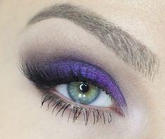 Ecco un make up tutorial che punta tutto su un colore molto di tendenza! Si tratta di uno smoky viola, perfetto per gli occhi azzurri, ma anche verdi!