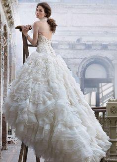 Bellissimo abito da sposa.. Mi piace tantissimo la gonna..!