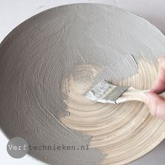 Abbondanza Betonlook met Gritty Paste Diy Crafts Hacks, Fun Crafts, Diy And Crafts, Diy Projects, Concrete Plant Pots, African Pottery, Cement Design, Beton Diy, Concrete Crafts