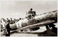 """Southern Italy WWII - fighter Pilot Eugenio Salvi enters his cockpit of his Macchi """"Folgore"""", pin by Paolo Marzioli Italian Air Force, Italian Army, Ww2 Aircraft, Military Aircraft, Fighter Pilot, Fighter Jets, Old Planes, Nose Art, Luftwaffe"""