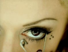Gwen Stefani and her my crazy life tattoo dots- i still have a safety pin in my makeup bag!
