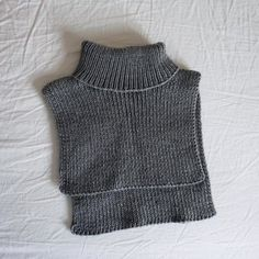Easy Knitting Patterns, Knitting Kits, Free Knitting, Bib Pattern, Neck Pattern, Free Pattern, Crochet Neck Warmer, Yarn Sizes, Wool Socks